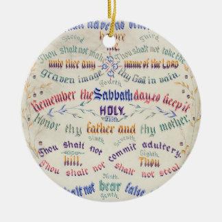 El ornamento de diez mandamientos adorno navideño redondo de cerámica