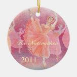 El ornamento del ballet del cascanueces - adorno navideño redondo de cerámica