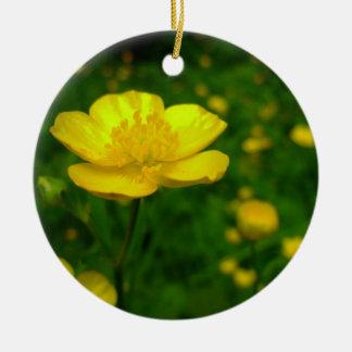 El ornamento del ranúnculo florece la decoración d ornaments para arbol de navidad