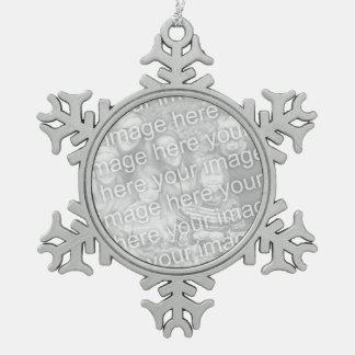 El ornamento el | del copo de nieve de la foto adorno de peltre en forma de copo de nieve