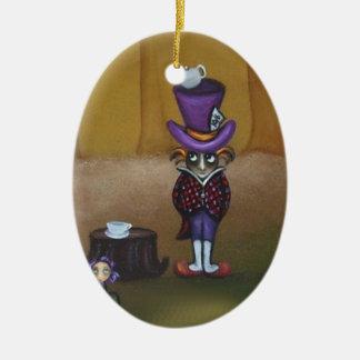 El ornamento enojado del sombrerero adorno navideño ovalado de cerámica