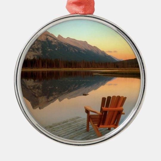 El ornamento perfecto del lago adorno navideño redondo de metal