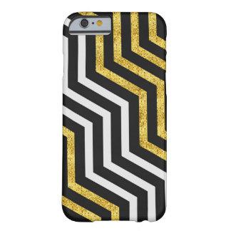 El oro blanco del negro del zigzag de Chevron raya Funda Para iPhone 6 Barely There