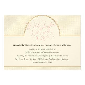 El oro clásico raya la invitación del boda