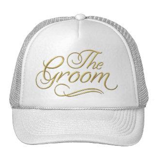 El oro del gorra de béisbol del novio