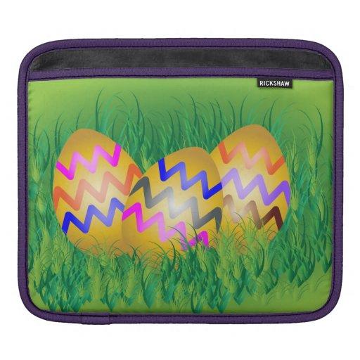 El oro eggs con el modelo de zigzag en hierba verd fundas para iPads