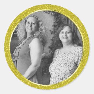 el oro motea el marco pegatina redonda