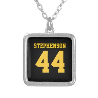 El oro negro personalizado se divierte el número collar plateado