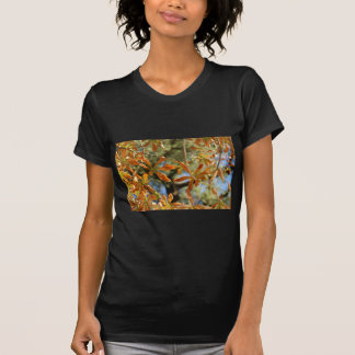 El oro otoñal sale del ejemplo de flores camisetas