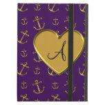 El oro púrpura del monograma ancla el corazón