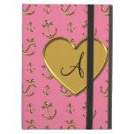 El oro rosado del monograma ancla el corazón