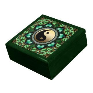 El oro Yin Yang de los corazones de Forest Green l Joyero Cuadrado Grande