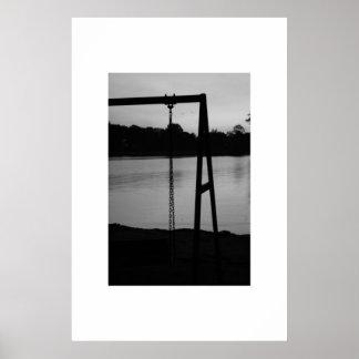 El oscilación y el lago póster
