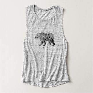 El oso agrietado de la hoja cubrió el tanque del playera de tirantes anchos