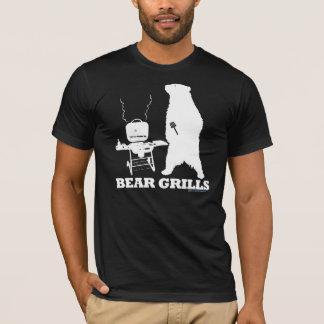 El oso asa a la parrilla la camiseta