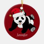El oso de panda lindo de encargo embroma rojo adorno navideño redondo de cerámica