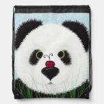 El oso de panda y su mochila del lazo del