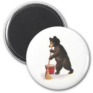 El oso de peluche aljofifa el piso imán de nevera