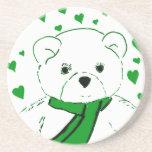 El oso de peluche blanco con verde claro calienta posavasos manualidades