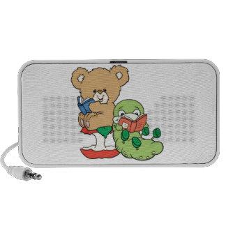 El oso de peluche del bebé y el ratón de bibliotec altavoz