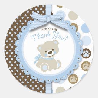 El oso de peluche del muchacho le agradece pegatinas redondas