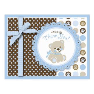 El oso de peluche del muchacho le agradece postal