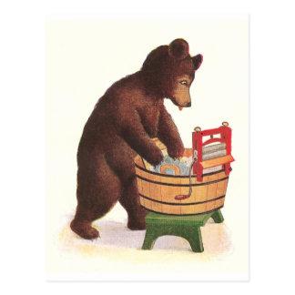 El oso de peluche hace el lavadero postal