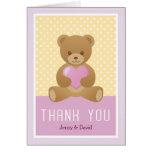 El oso de peluche le agradece cardar felicitacion