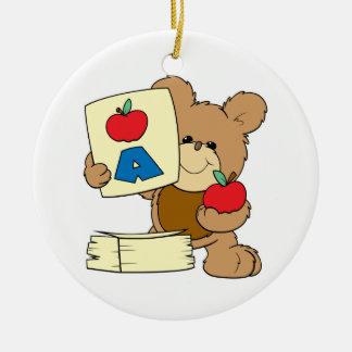 el oso de peluche lindo de la escuela A está para  Adorno De Navidad