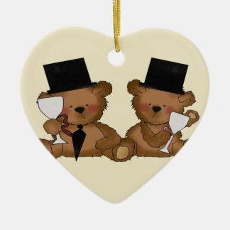 El oso de peluche prepara el boda ornamentos de reyes magos