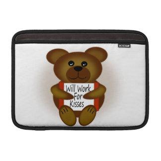 El oso del dibujo animado trabajará para los besos fundas para macbook air