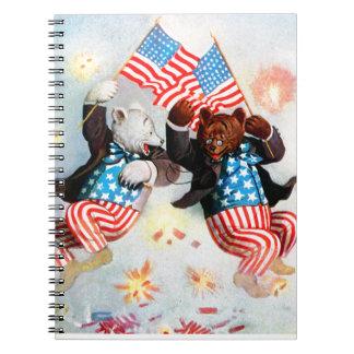 El oso del patriota celebra el cuarto de julio libretas