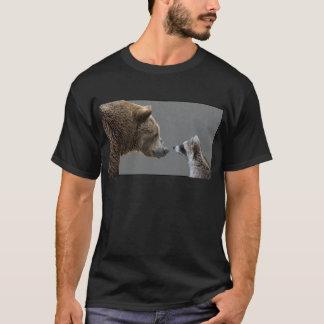 El oso Grizzle resuelve el mapache Playera