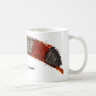 El oso lanoso Caterpillar asalta Tazas De Café