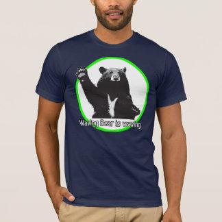 El oso que agita está agitando playera