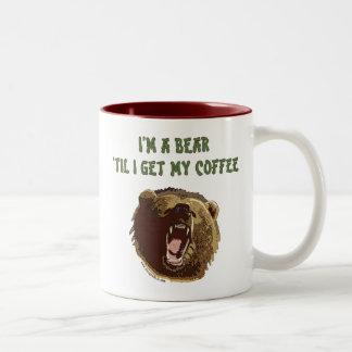 El oso quiere el café taza de café de dos colores