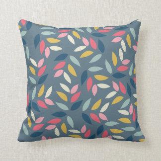El otoño abstracto inspirado deja el modelo almohadas