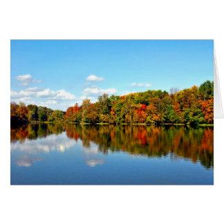 El otoño del paisaje de la caída colorea la tarjet
