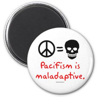 El pacifismo es maladaptive imán redondo 5 cm