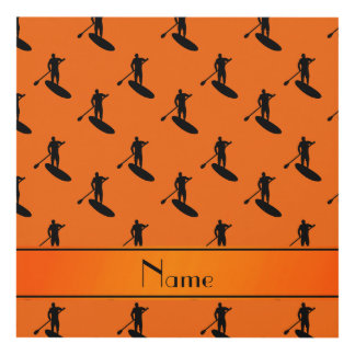 El paddleboarding negro anaranjado conocido cuadro