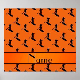 El paddleboarding negro anaranjado conocido póster
