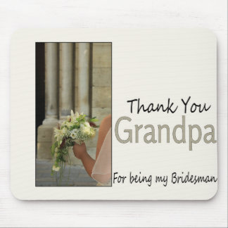 El padrino de boda del abuelo le agradece mouse pads