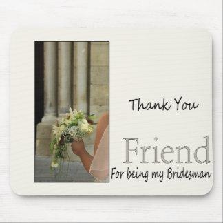 El padrino de boda del amigo le agradece tapete de raton