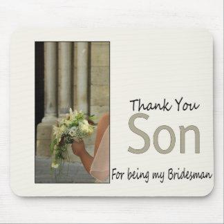 El padrino de boda del hijo le agradece mousepads