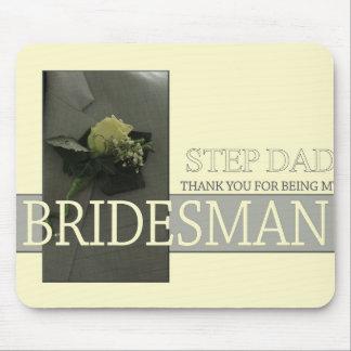 El padrino de boda del papá del paso le agradece tapetes de ratón