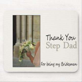 El padrino de boda del papá del paso le agradece tapete de ratón