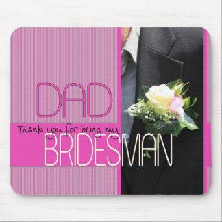 El padrino de boda del papá le agradece tapete de ratones