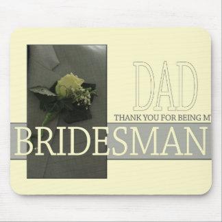 El padrino de boda del papá le agradece mousepad