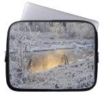 El paisaje del invierno del blanco nevado con la l manga portátil