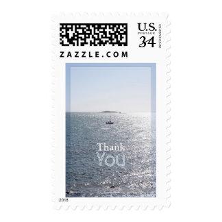 El paisaje marino con un barco 3 le agradece sellos postales